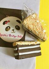 Squishy antistress fetta di torta cioccolato, crema e granella di nocciole.