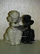 +# A000980_28 Goebel Archiv Muster zwei Pudel Poodle sitzend P151 Plombe