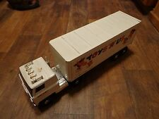 "21"" ERTL--TOYS R US--18 WHEELER TRUCK & TRAILER (LOOK)"