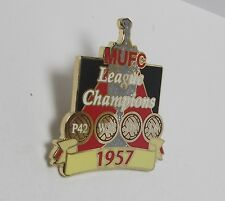 MANCHESTER UNITED FC - VICTORY PIN 1957 LEAGUE CHAMPIONS + RECORD CARD -