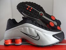 NIKE SHOX R4 BLACK-METALLIC SILVER-MAX ORANGE SZ 10 [104265-065]