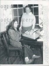1957 Huaorani Woman of Ecuador & Rachel Saint Sulphur Springs AR Press Photo