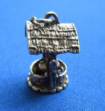 VINTAGE STERLING SILVER BRACELET CHARM DETAILED WISHING WELL BUCKET MOVES 4.2 g