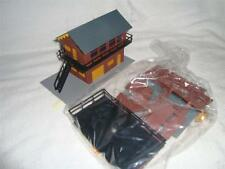 LIMA PLASTIC SIGNAL BOX KIT - OO SCALE - BARGAIN FOR A KIT **NEEDS ASSEMBLING**!