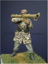 Alpine Miniatures 1:35 German Paratrooper w/ PanzerSchreck Resin Figure #35020