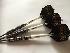 APACHE BLACK & GOLD 20g TUNGSTEN Darts Set, Unicorn Grippers & HARROWS Flights