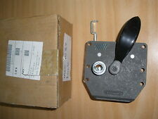 LAND ROVER DEFENDER DOORLOCK ASSEMBLY R/H PART NO MUC1032