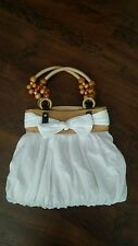PRETTY WHITE TOTE BAG WOODEN DECORATION BOW FRONTED DETAIL ZIP CLOSURE
