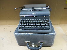 TYPEWRITER ROYAL PORTABLE royal quiet deluxe WITH CASE 1930's