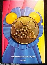 RETIRED 2003 DISNEY MICKEY'S TOONTOWN OF PIN TRADING BLUE RIBBON PIN LE 1000