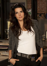 Angie Harmon UNSIGNED photo - P2694 - Rizzoli & Isles