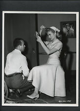 JANET LEIGH TOUCHES UP HER HAIR - 1955 CANDID ON SET BTWN TAKES BY CRONENWETH