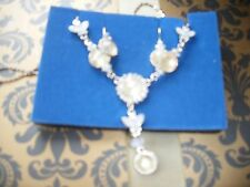 AVON NECKLACE AND EARRING SET PRETTY PASTEL Y GIFT SET WHITE