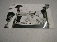 COLUCHE PHOTO DE PRESSE 2. 13*18 DROLE DE ZEBRE