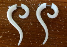 PAIR OF 18g FAKE 6G (4MM) BONE SPIRALS CLAW WHITE PLUG TRIBAL CHEATER GAUGES