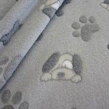 Stoff Meterware Wellness Fleece grau Pfote Hund Tatze Knochen kuschelweich neu
