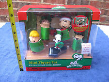 Peanuts Christmas Concert Mini Figure Set School Choir Charlie Brown Snoopy NEW