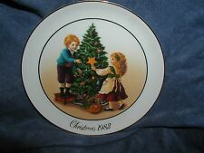 "1982 ""KEEPING THE CHRISTMAS TRADITION""  AVON PLATE CHRISTMAS MEMORIES"