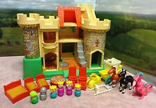 1988 Vintage Fisher Price PLAY FAMILY CASTLE #993 CLASSIC EDITION Completew/Box