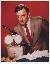 THE MAN FROM UNCLE  ROBERT VAUGHN WITH PISTOL GREAT PHOTO