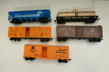 HO SCALE LOT OF 5 FREIGHT/CARGO CARS
