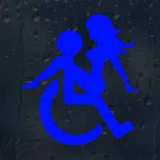 FUNNY BLU SEDIA A ROTELLE segno di una coppia Loving Auto Decalcomania Adesivo Vinile per finestra