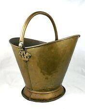 Antique Brass victorienne Coal Scuttle journal panier casque en forme de poignée Swing