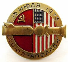 SOYUZ - APOLLO 1975 ASTP USSR USA Soviet Russian Commemorative Space Pin Badge