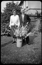 Couple bouquet de fleurs - Ancien négatif photo an. 1930 40