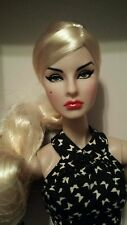 NRFB ARISTOCRATIC AGNES doll Integrity Fashion Royalty FR2