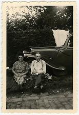 PHOTO - VOITURE COUPLE PIQUE NIQUE TRACTION TRISTE -CAR SADNESS-Vintage Snapshot