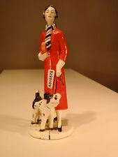 +# A016578 Goebel Archivmuster Dame mit Mütze u. Tasche hält Hund an Leine