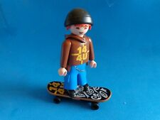 Playmobil (N.10) Chico con patin Skateboarder with hoodie