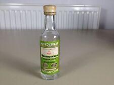 Mignonnette mini bottle ouverte vodka moskovskaya vide