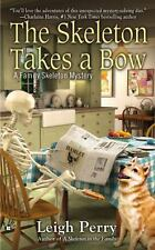The Skeleton Takes a Bow (A Family Skeleton Mystery), Perry, Leigh, Good Book