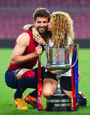 Gerard Pique and Shakira UNSIGNED photo - H2623