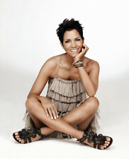 Halle Berry UNSIGNED photo - B65 - GORGEOUS!!!!!