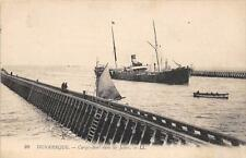 CPA 59 DUNKERQUE CARGO BOAT DANS LES JETEES