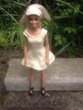 Hand Knitted Barbie/Sindy muñeca ropa bonita Vestido de tenis de Limón y Visera