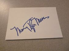 Mary Tyler Moore Signed Autographed 4x6 FULL SIGNATURE Index Card PSA Guaranteed