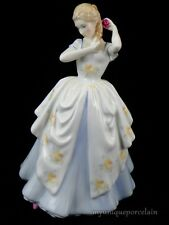 ROYAL DOULTON ENGLAND 1982 FIGURINE HN 2960 LAURA LADY GIRL WITH ROSE MINT
