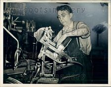 1941 Cleveland OH Man G Jacques Runs Printing Press in Print Shop Press Photo