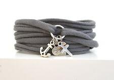Armband gewickelt Stoff grau mit sehr süssen Charms Glaube, Liebe, Hoffnung