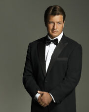 Nathan Fillion UNSIGNED photo - D1015 - SEXY!!!!!