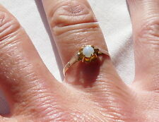 BAGUE EN  OR JAUNE 18 CT SERTIE PIERRE OPALESCENTE TETE AIGLE T 57