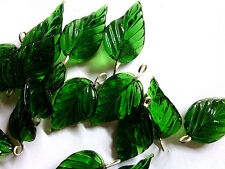 VTG 24 EMERALD GREEN GLASS CURVY VEINED LEAVES PRESSED BEAD GEM #060711n