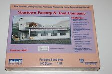 Ho Scale IHC 4940 Yourtown Factory & Tool Company Building New & Sealed