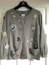 Chanel 08P NEW MOST WANTED Grey Beige 7 CC brooches CC Patches Jacket FR36-FR38