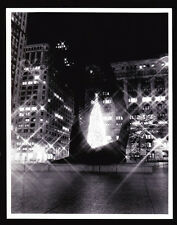 VTG CHICAGO NIGHT VIEW OF THE CHRISTMAS TREE IN DALEY PLAZA  B&W PRESS PHOTO