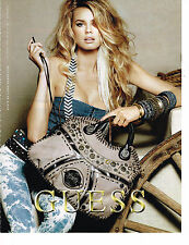 PUBLICITE ADVERTISING 104  2010  GUESS  boutique sacs